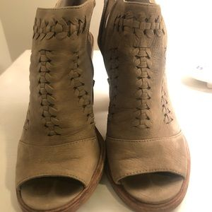 Vince Camuto booties - 6.5